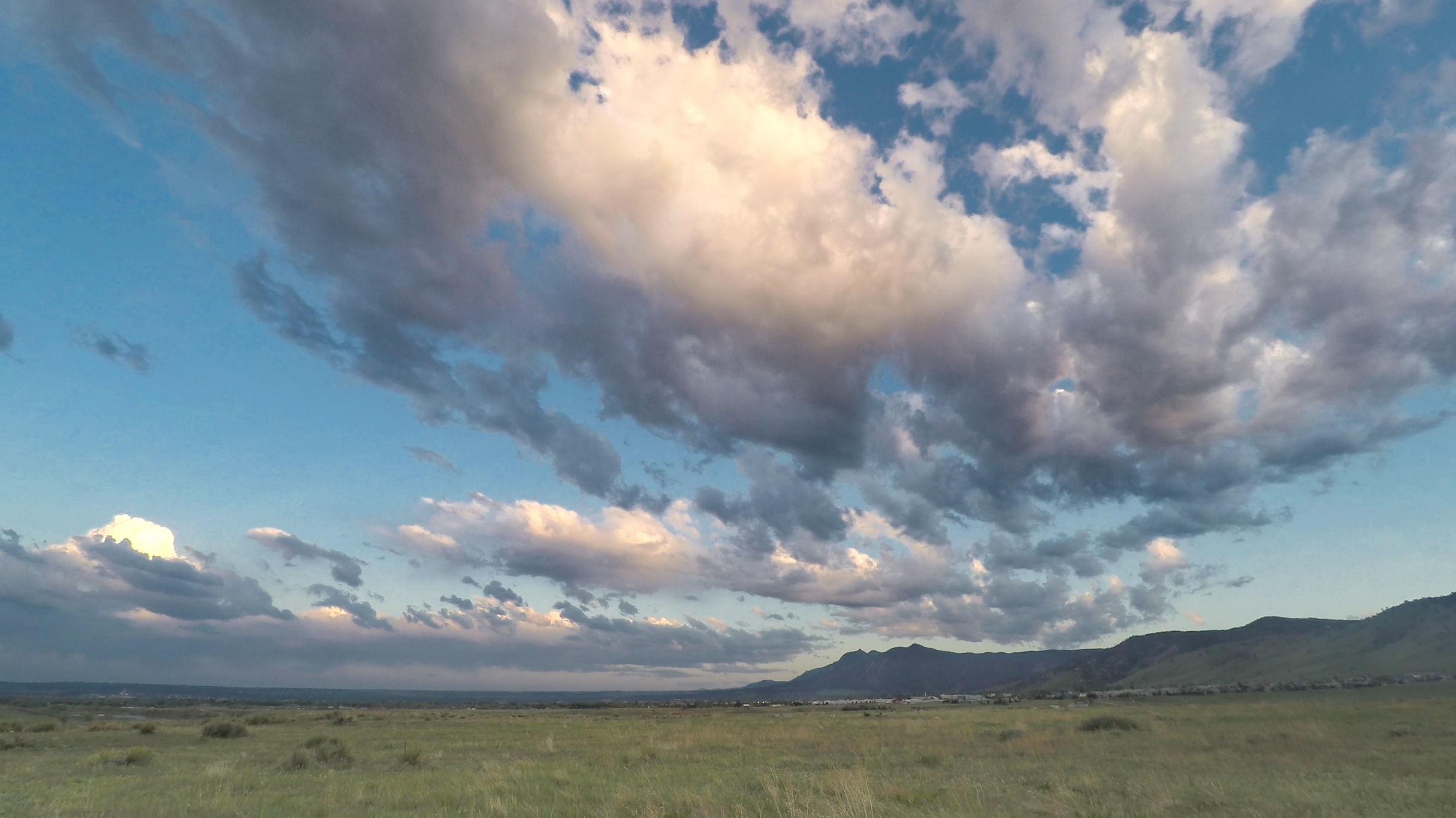 A photograph of stratocumulus floccus clouds (Sc flo) over the Colorado front range