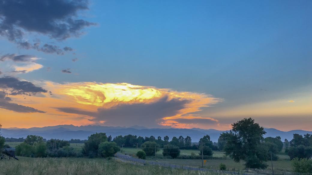 A photograph of a cumulonimbus capillatus cloud (Cb cap) over the Colorado front range