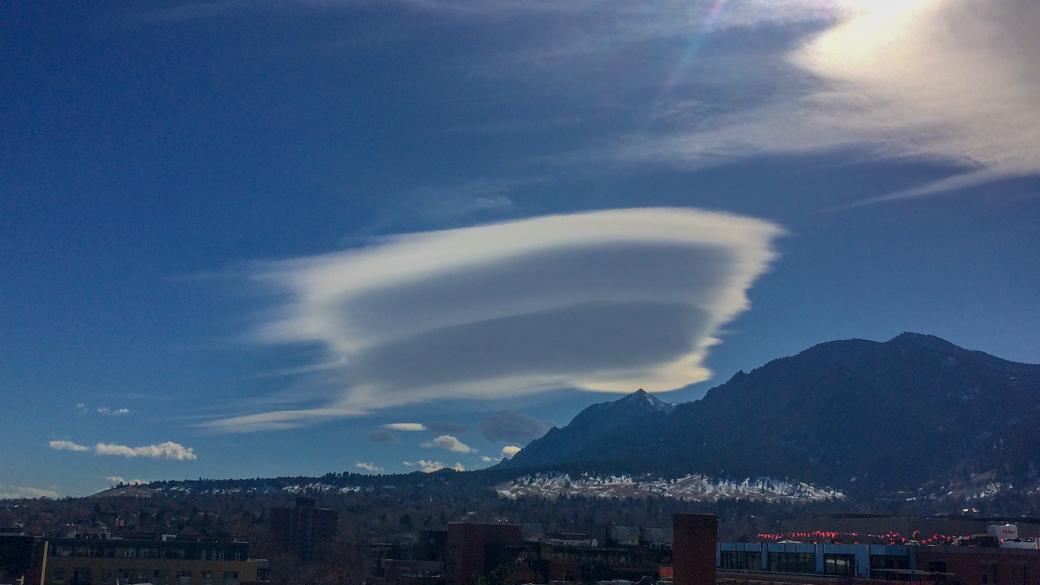 A photograph of an altocumulus lenticularis cloud (Ac len) over the Boulder flatirons