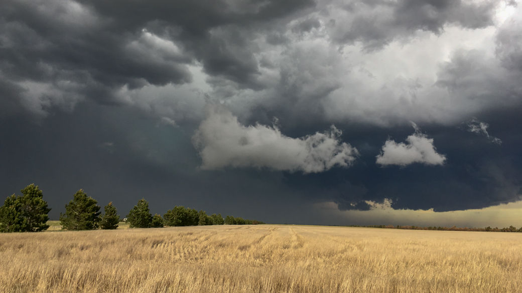 A photograph of a cumulonimbus praecipitatio pannus cloud (Cb pra pan) over eastern Colorado farmland