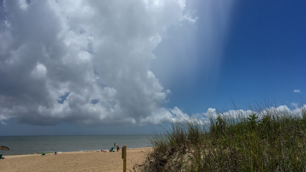 A photograph of a cumulus virga cloud (Cu vir) over the beach in Delaware